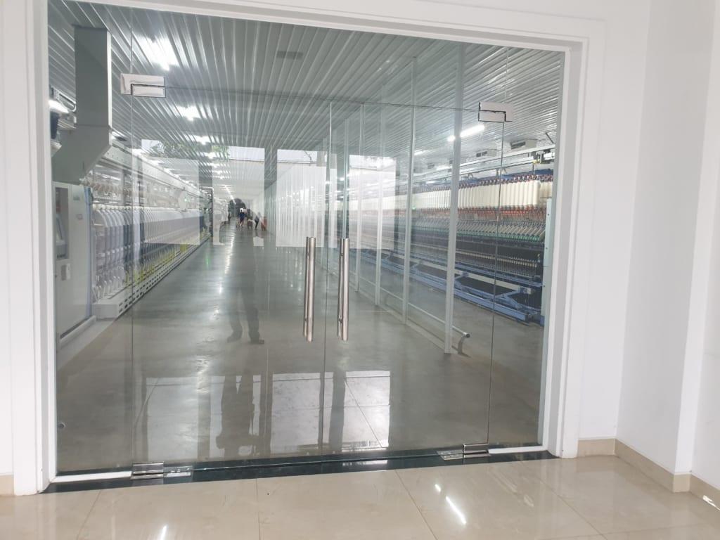 Công trình vách ngăn kính tại công ty may Việt Thắng